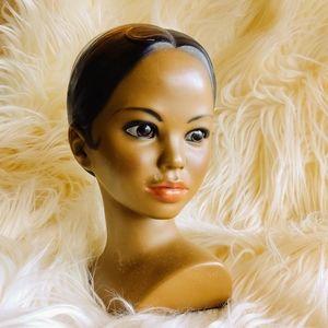 Beautiful Hawaiian girl bust statue decor